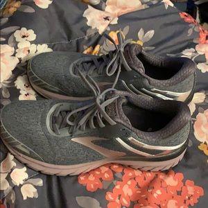 Brooks GTS18 running shoes